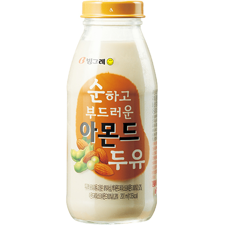 Soft and Smooth Soymilk with Almonds